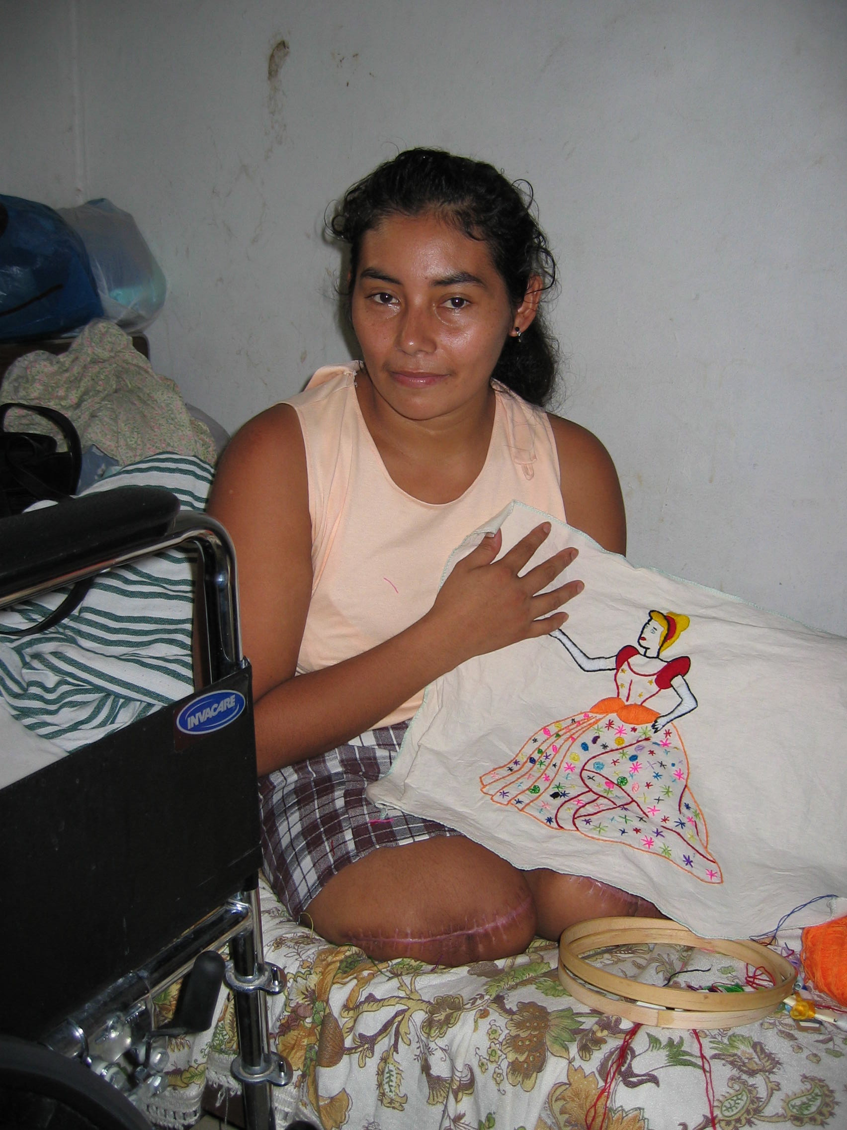 Leti Isabela Mejía Yanes, a single mother of three children, lost both legs trying to board a Mexican freight train. She was trying to reach the United States to send money to Honduras so her children could eat more than once a day.